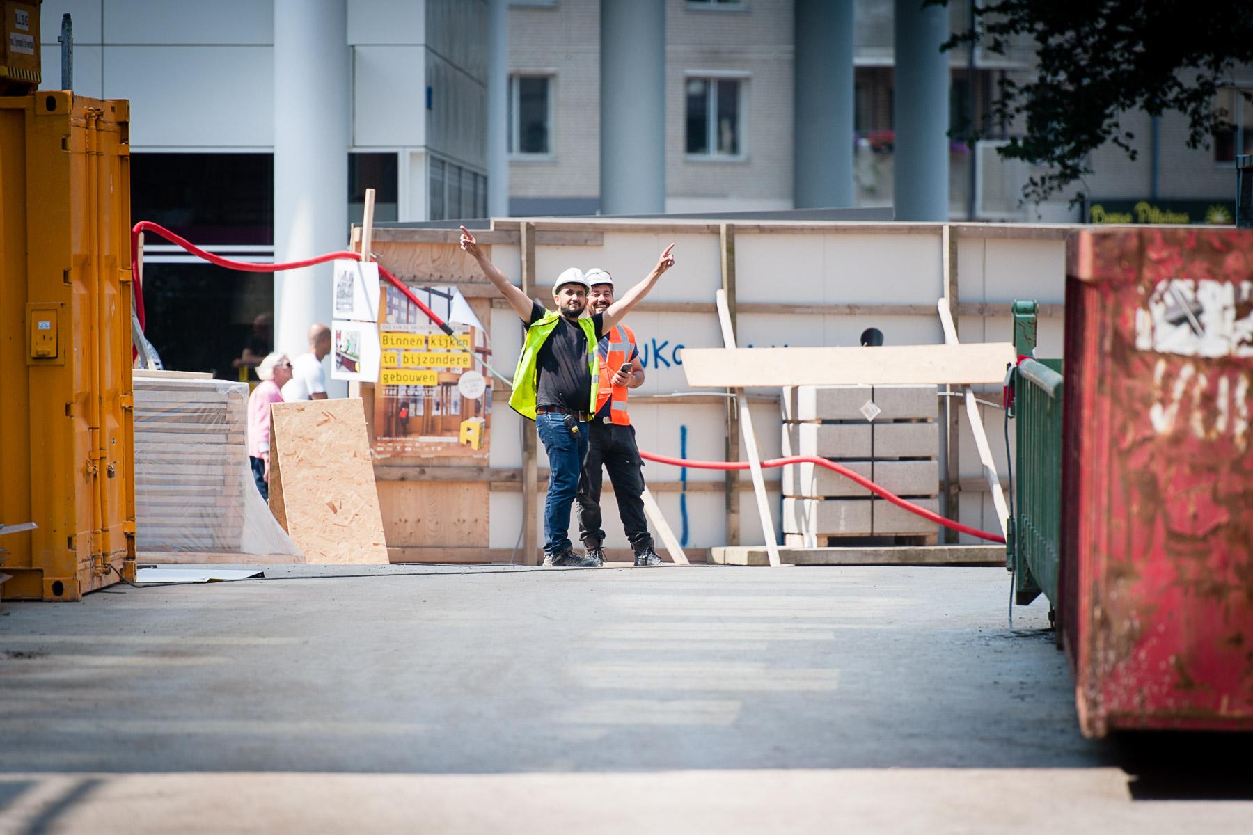 Bouwvakkers op bouwplaats Wijnhavenkwartier