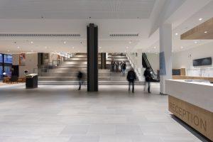 Centrale hal Wijnhaven Campus Den Haag