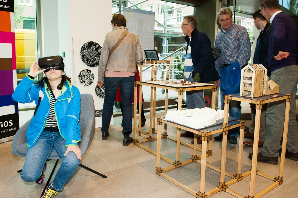 Binnenhof bekijken met Virtual Reality bril